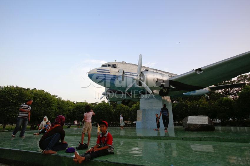 Menatapaceh Bukti Sejarah Perjuangan Masyarakat Aceh Warga Berwisata Monumen Pesawat