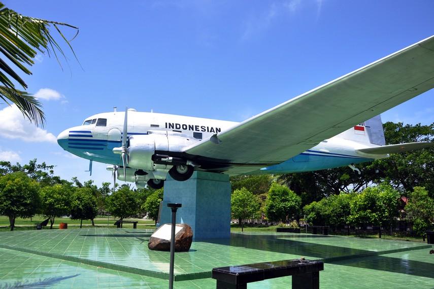 Monumen Seulawah Ri 001 Aceh Kamera Budaya Pesawat Kota Banda