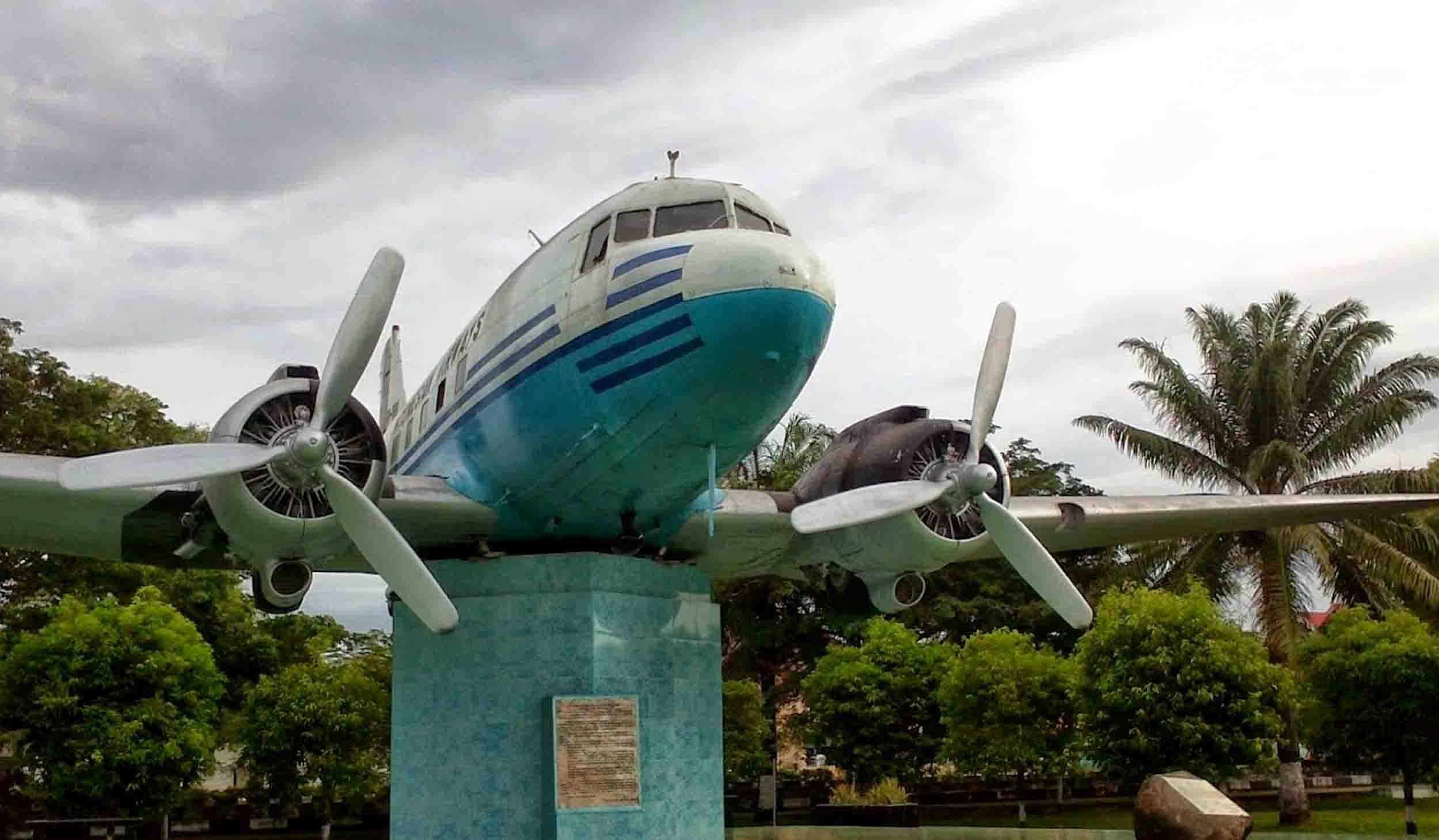 Pesawat Sumbangan Rakyat Aceh Cikal Bakal Garuda Indonesia Ri 001