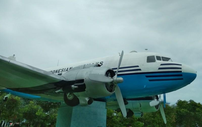 Ragam Pengunjung Diimbau Menjaga Monumen Pesawat Seulawah Ri 001 Kota
