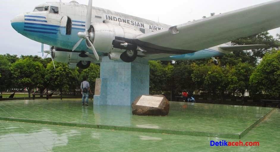 Sejarah Kisah Pesawat Pertama Indonesia Dakota 001 Seulawah Monumen Kota