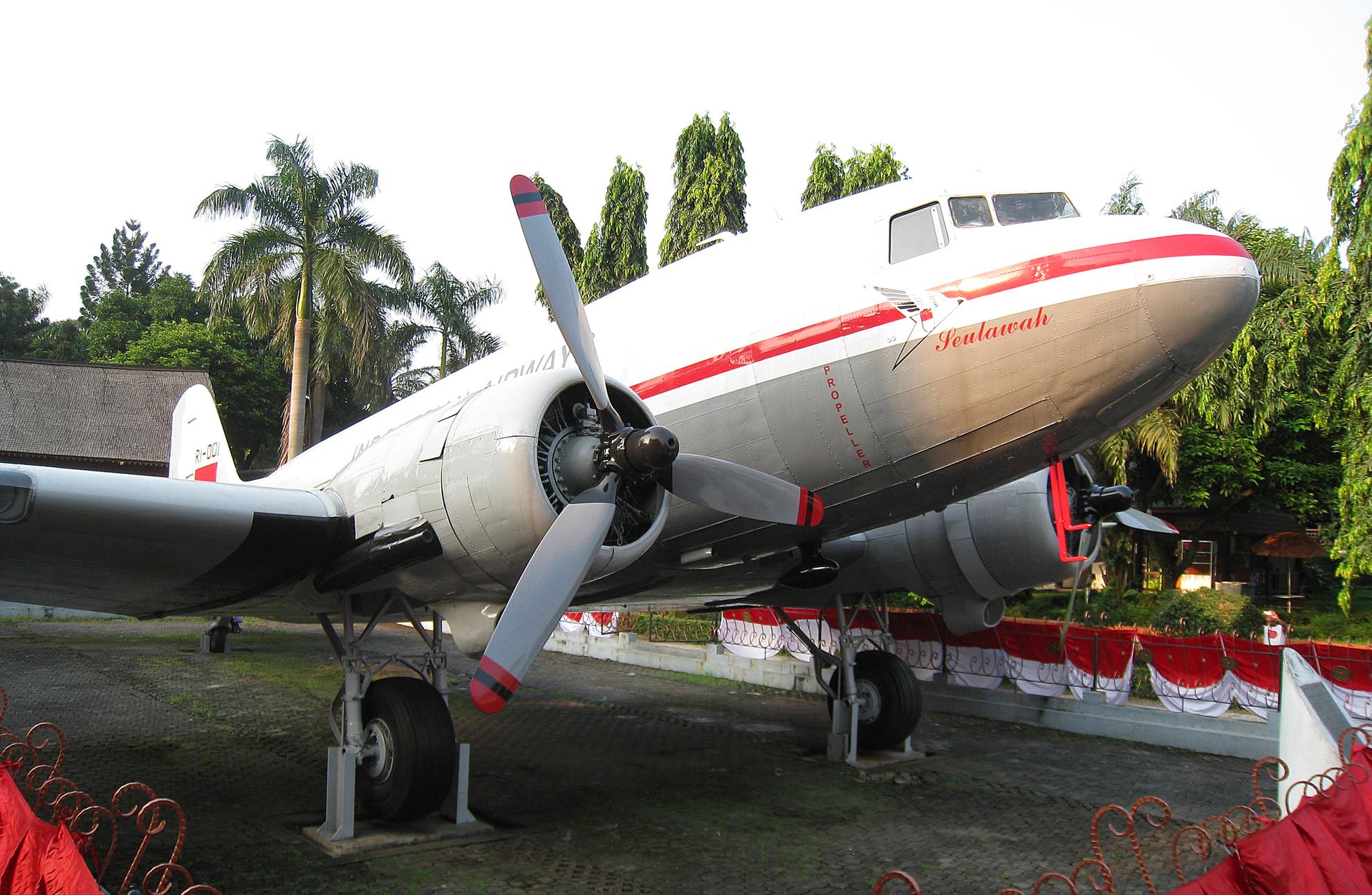 Seulawah Pangkal Indonesia Pesan Reporter Monumen Pesawat Kota Banda Aceh