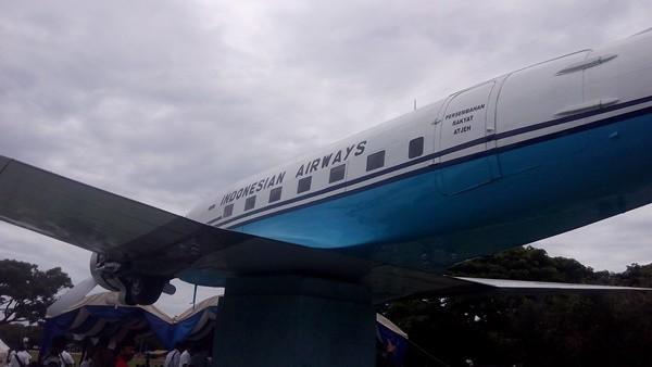 Tampilan Replika Pesawat Seulawah Ri 001 Monumen Pesewat Berada Lapangan