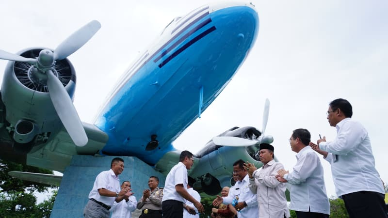 Wajah Replika Pesawat Ri 001 Aceh Kumparan Monumen Kota Banda