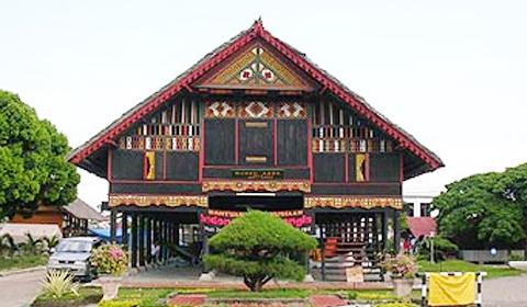 Exsperimen Rumoh Aceh Rumah Tradisional Menjadi Bangunan Induk Museum Negeri