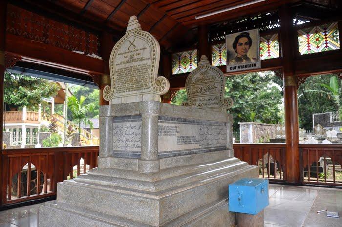 Acun Line Ziarah Batin Makam Cut Nyak Dhien Museum Rumah