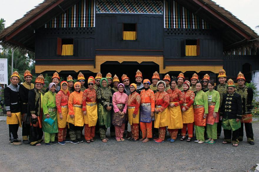Memakai Pakaian Adat Aceh Museum Cut Nyak Dhien Majalah Griya
