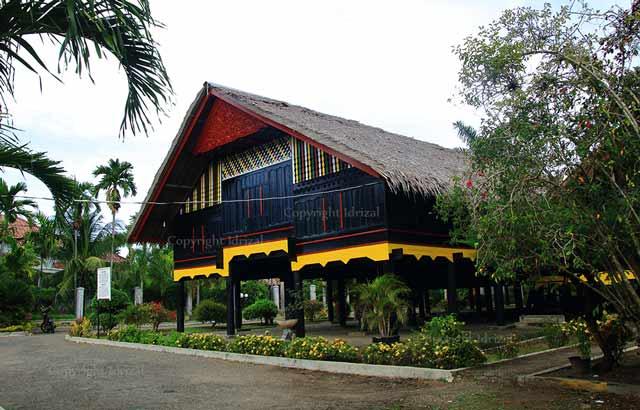 Rumah Cut Nyak Dhien Aceh Besar Sebagai Museum Tampak Samping
