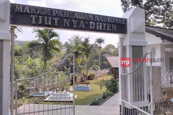 Yuk Wisata Religi Makam Cut Nyak Dhien Sumedang Merahputih Museum
