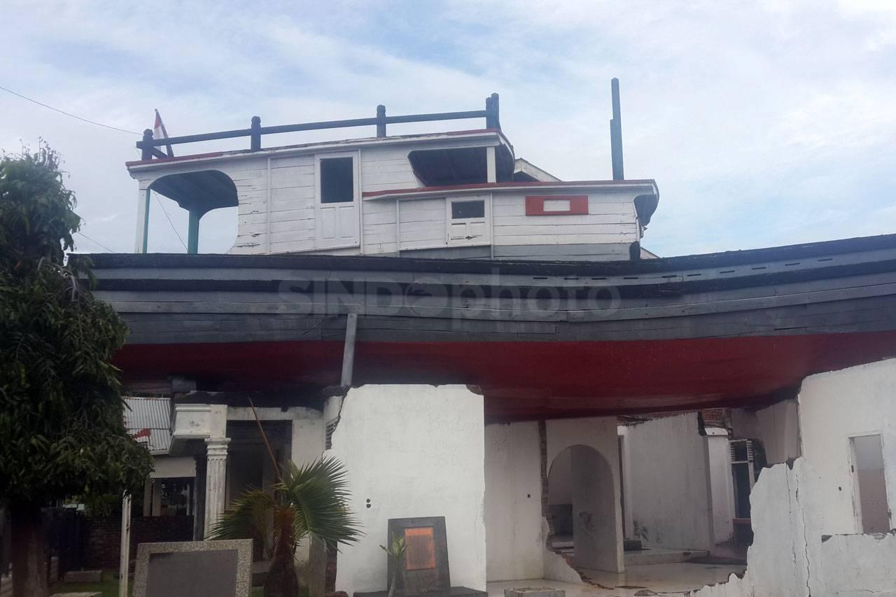 Foto Kapal Atas Rumah Lampulo Museum Tsunami Aceh 5 Musium