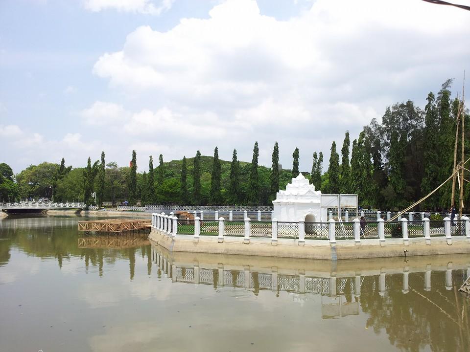 Blog Sarah Jalan Taman Putroe Phang Pintoe Khop Kota Banda