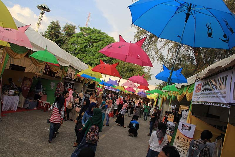 Foto Pekan Kreatif Banda Aceh 2015 Sejumlah Stand Memenuhi Taman