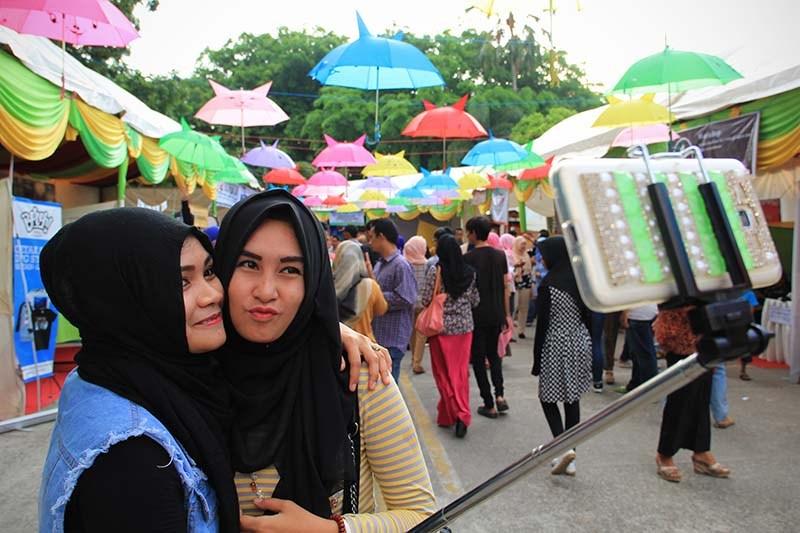 Foto Pekan Kreatif Banda Aceh 2015 Warga Berfoto Selfie Acara