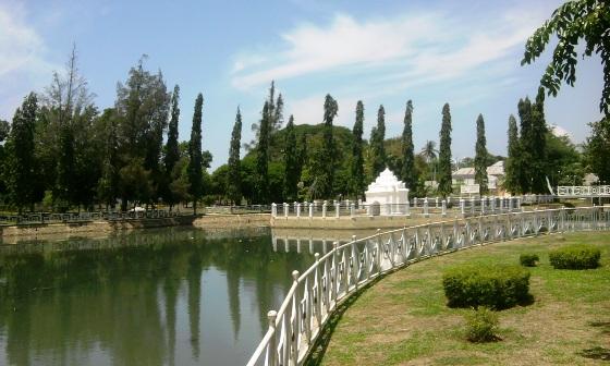 Gunongan Tempat Bermainnya Putroe Phang Orekan Waktu Luang Pagi Taman