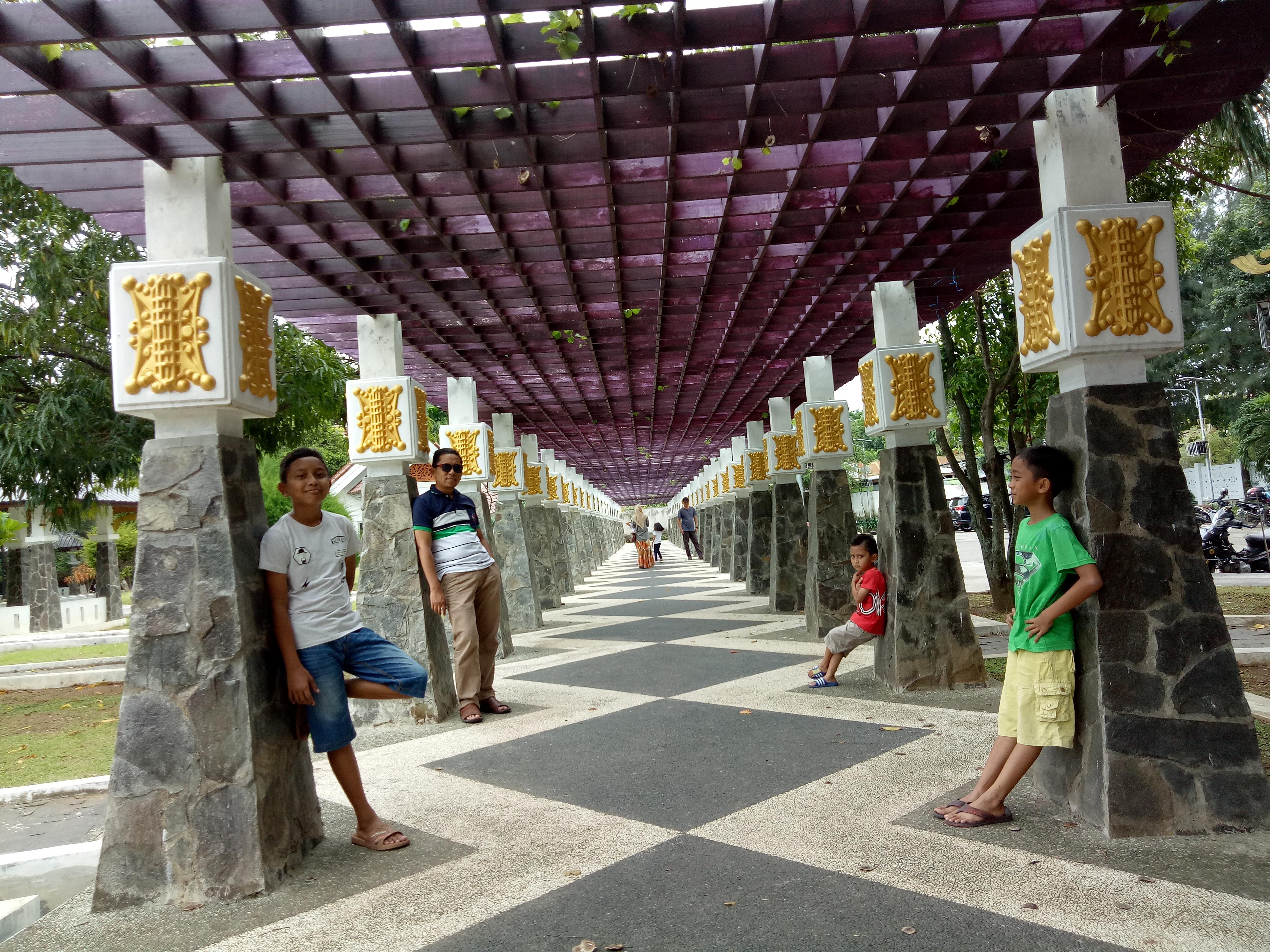 Hati Tertawan Taman Putroe Phang Kesbangpol Kota Banda Aceh Area