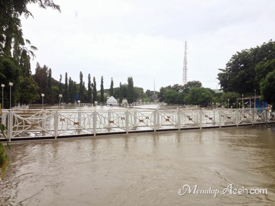Menatapaceh Taman Putroe Phang Digenangi Banjir Banda Aceh Senin 3