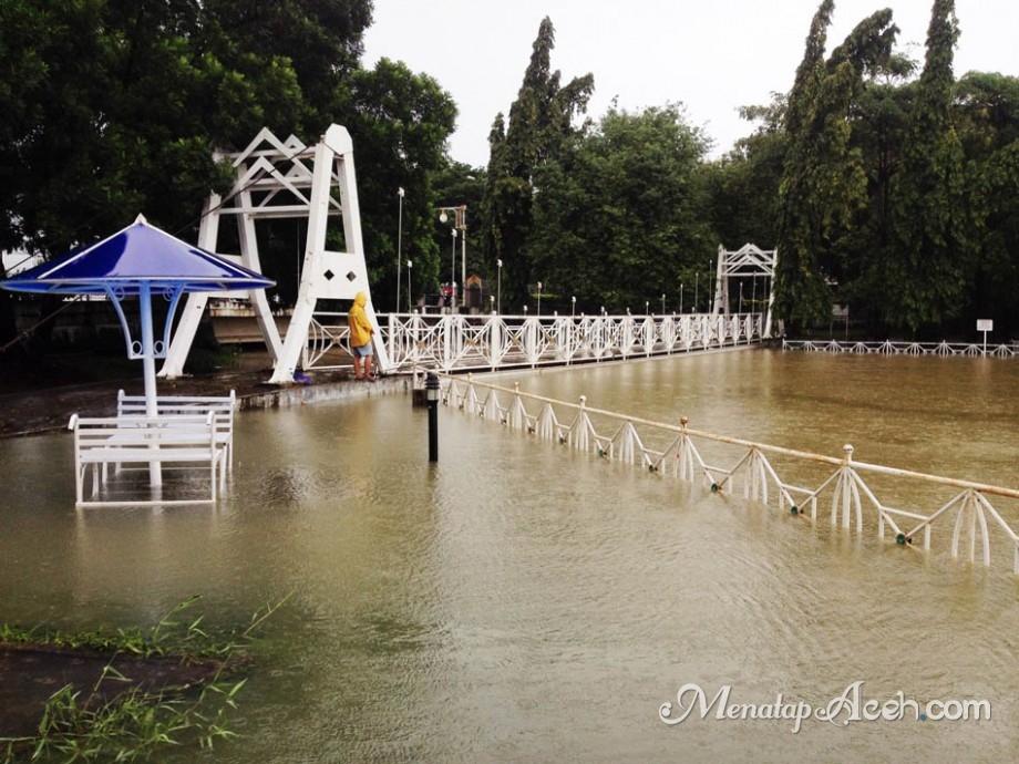 Menatapaceh Taman Putroe Phang Digenangi Banjir Kota Banda Aceh