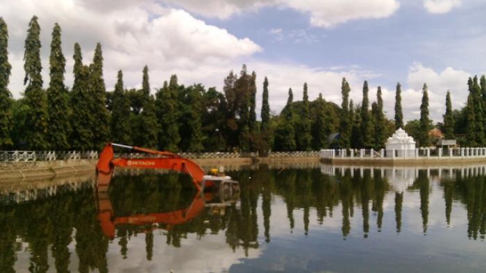 Pemko Bersihkan Krueng Daroy Serambi Indonesia Taman Putroe Phang Kota
