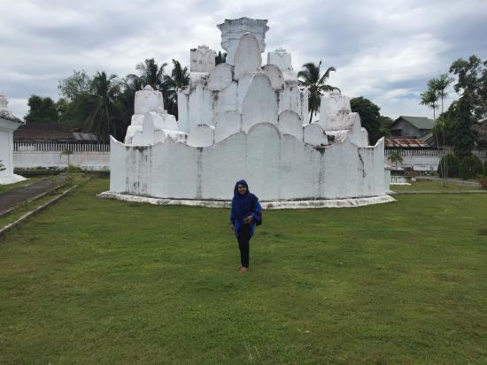 Taman Putroe Phang Picture Gunongan Park Banda Aceh Tripadvisor Legendary