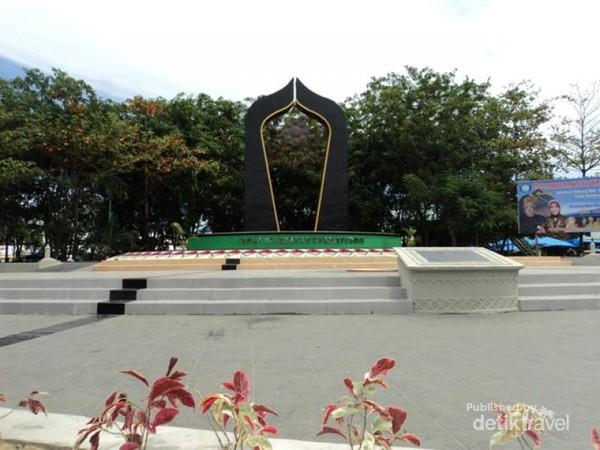 Semarak Pawai Gajah Aceh Tugu Taman Ratu Safiatuddin Kota Banda