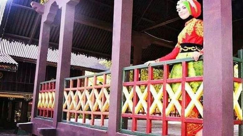 Taman Ratu Safiatuddin Kembaran Mini Aceh Berpose Rumah Adat Instagram