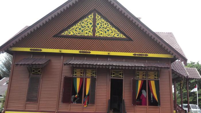 Taman Ratu Safiatuddin Mininya Aceh Halaman Rumah Adat Serambi Indonesia