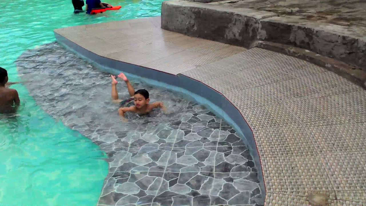 Family Time Zufar Swimming Wahana Impian Kuta Malaka Waterboom Pool