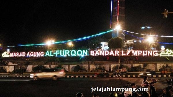 Asyiknya Malam Mingguan Lungsir Tugu Pengantin Bandar Lampung Pemandangan Masjid