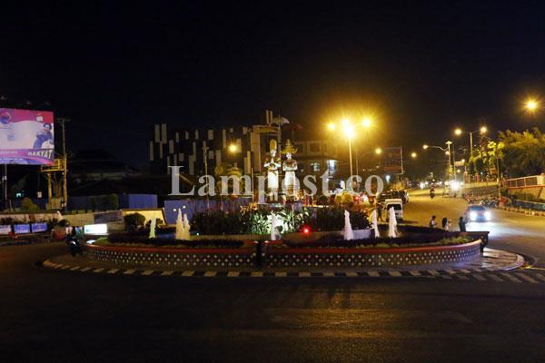 Asyiknya Nongkrong Bundaran Lungsir Lampost Taman Kota Bandar Lampung