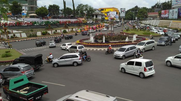 Foto Bundaran Lungsir Siang Macet Tribun Lampung Taman Kota Bandar