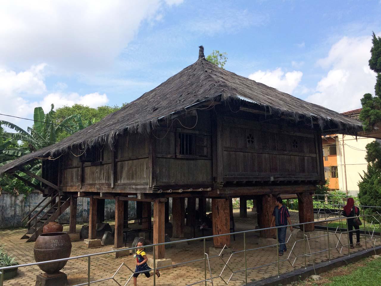 17 Tempat Wisata Bandar Lampung Keliling Koleksi Museum Yopie Pangkey