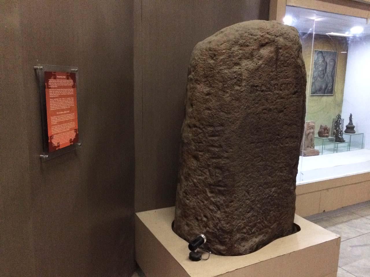 Lebih Dekat Koleksi Museum Lampung Cerita Foto Yopiefranz Prasasti Batu