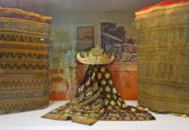 Sarat Sejarah Sai Bumi Ruwa Jurai Inditourist Indepth Siger Pakaian