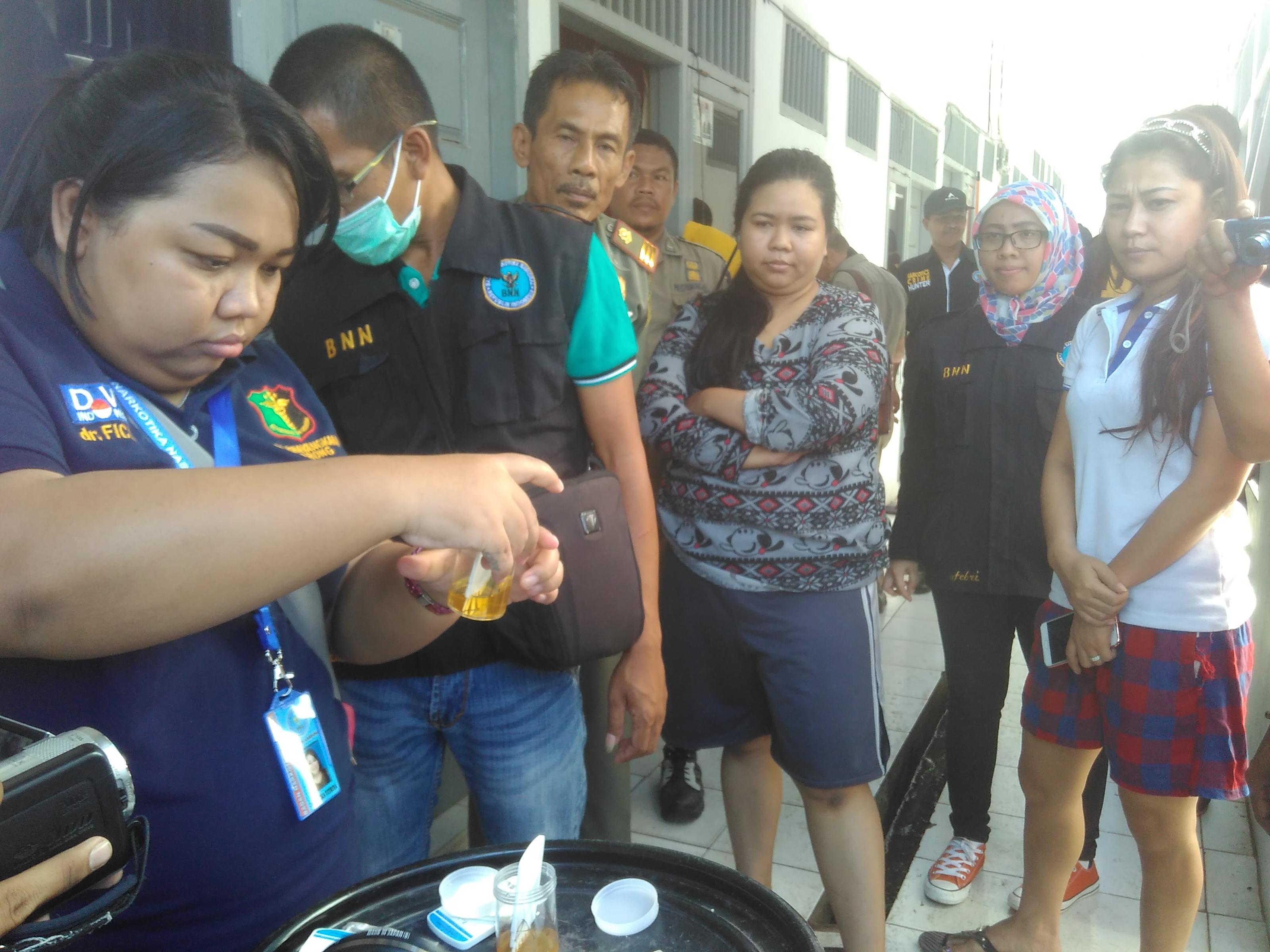 Bnn Provinsi Lampung Razia Indekos 14 Diangkut Petugas Bersama Anggota