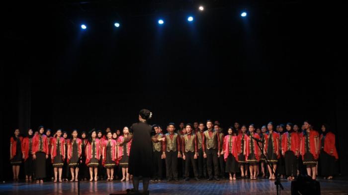 Bawakan 16 Lagu Bina Vokalia Sman 2 Bandar Lampung Pamit