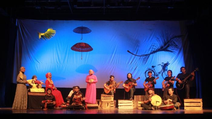 Foto Pertunjukan Ukmbs Main Musik Folk Lampung Taman Budaya Kota