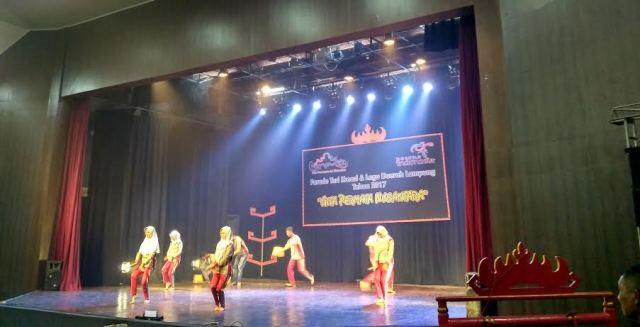 Taman Budaya Lampung Duajurai Terlihat Menari Teater Tertutup Bandar Rabu