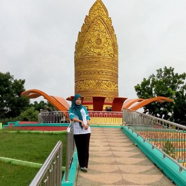 Tugu Kopiah Emas Taman Budaya Lampung Tengah Mengundang Decak Pembuat