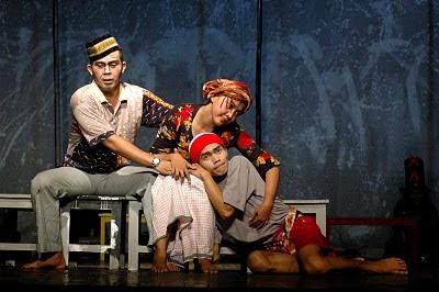 Ulun Lampung December 2012 Penampilan Aktor Teater Satu Berhasil Memukau