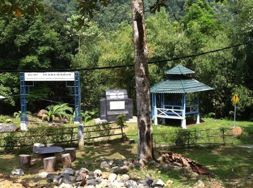 Berpetualang Menulusuri Hutan Wisata Alam Kubu Perahu Taman Kera Kota