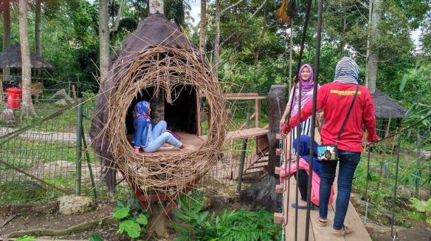 Sangkar Burung Objek Favorit Pengunjung Taman Penangkaran Rusa Tahura Wan