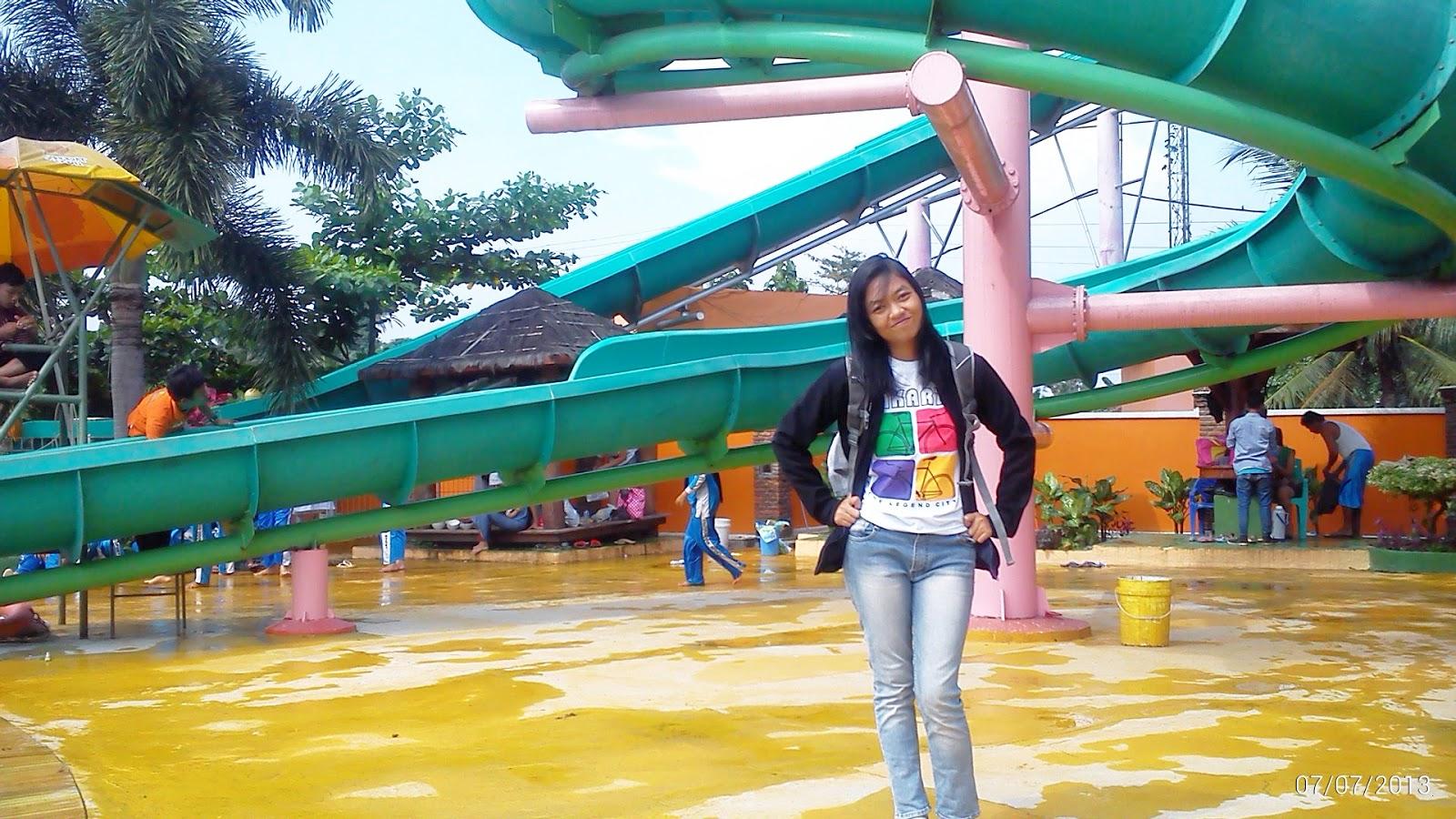 Ade Traveler Wisata Lembah Hijau Bandar Lampung Bawah Seluncur Air