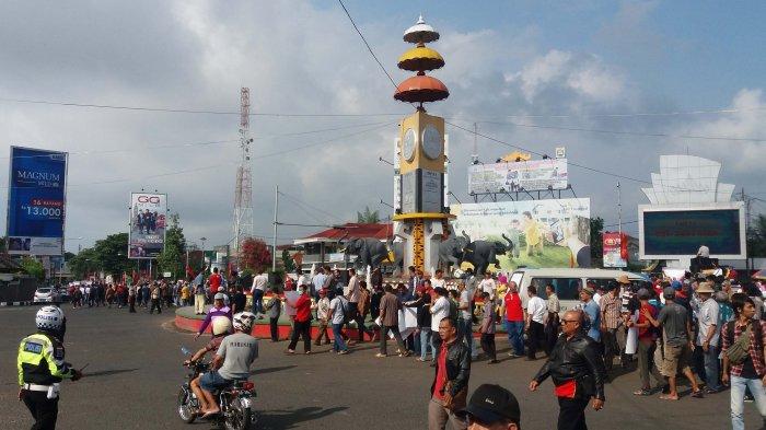 Foto Aksi Massa Dukung Pembangunan Flyover Tugu Adipura Tribun Tribunlampung
