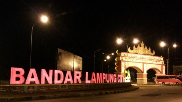 Selfie Gapura Mewah Kota Bandar Lampung Tribunnews City Tribun Heru