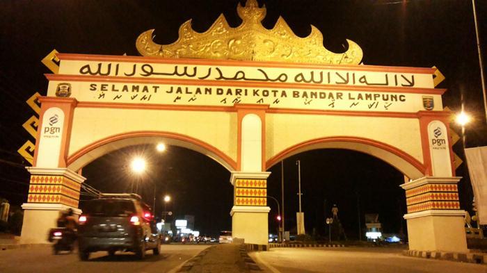 Selfie Gapura Mewah Kota Bandar Lampung Tribunnews Tugu Adipura