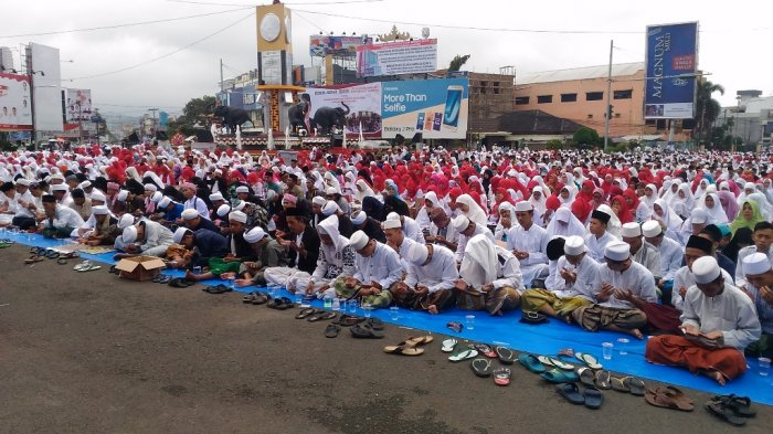 Zikir Akbar Tugu Adipura Dihadiri Ribuan Umat Muslim Tribun Lampung