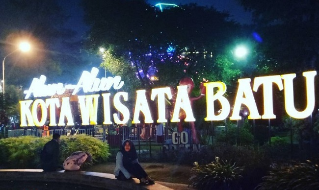 Alun Batu Tempat Nongkrong Asyik Malam Hari Kota Malang