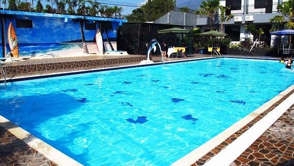 Batu Wonderland Water Resort Hotel Compare Deals Kota