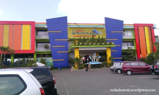 Tampak Depan Foto Batu Wonderland Hotel Resort Tripadvisor Kota