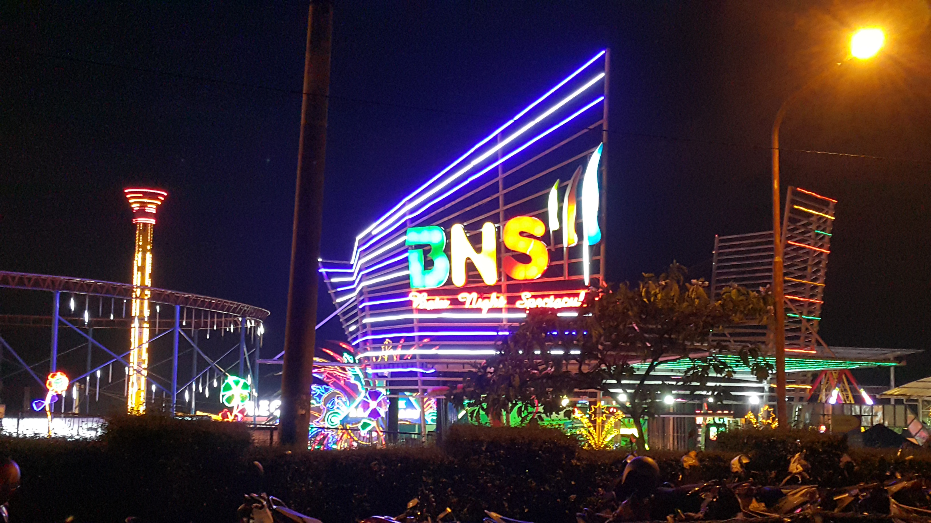 File Batu Night Spectacular Main Entrance Jpg Wikimedia Commons Bns